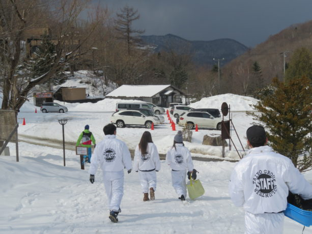羊ケ丘養護園スキー遠足のお手伝いを行いました。