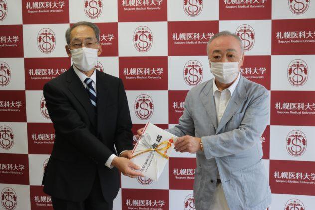 塚本 泰司理事長(左)と代表取締役社長 東原 俊郎(右)